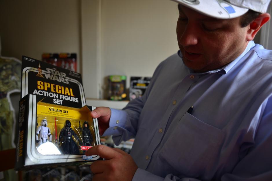 Jair Monsanto es coleccionista desde 1995. (Foto: Jesús Alfonso/Soy502)