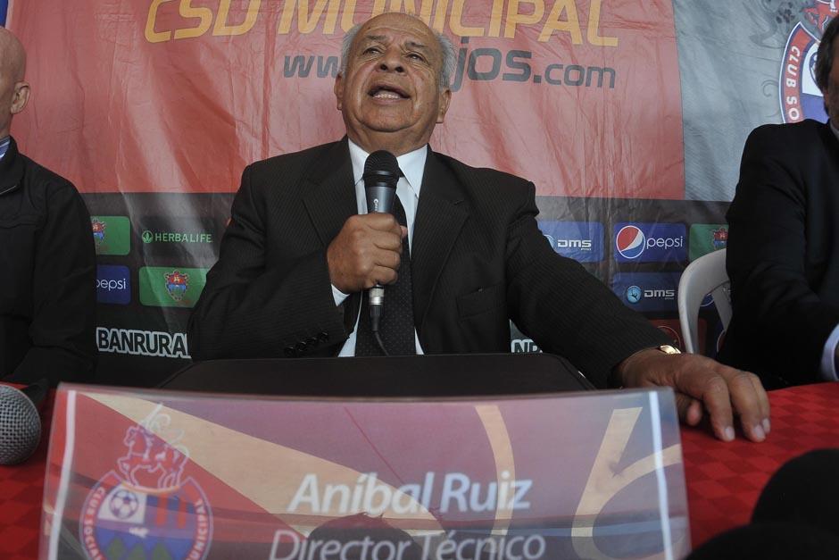 """Aníbal Ruiz habló con la prensa y dijo que """"el componente más importante del juego es el futbolista"""". (Foto: Diego Galeano/Nuestro Diario)"""