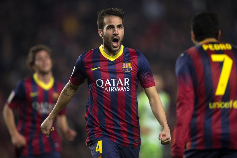 Cesc Fábregas celebra el primero de los dos goles que anotó. (Foto: Alejandro Garacía/EFE)