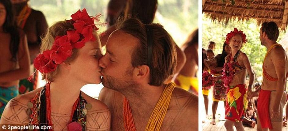 Junto a la tribu Embera, en Panamá, sellaron su amor entre adornos con tinta y granos tradicionales.