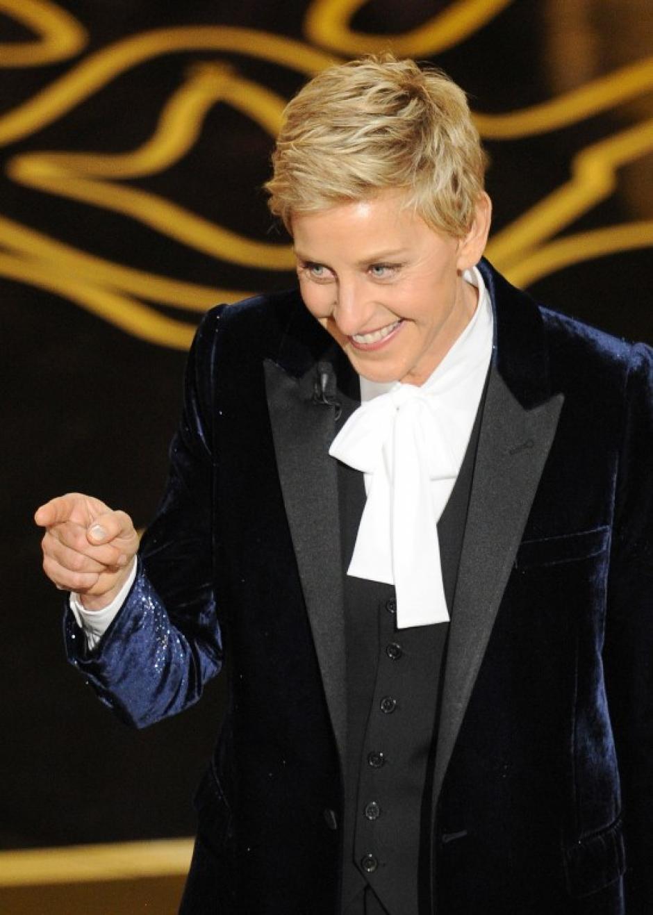 Primero fue en el discurso inicial en el que con ingenio fue burlándose de los nominados y luego, de Liza Minnelli. (Foto: AFP)