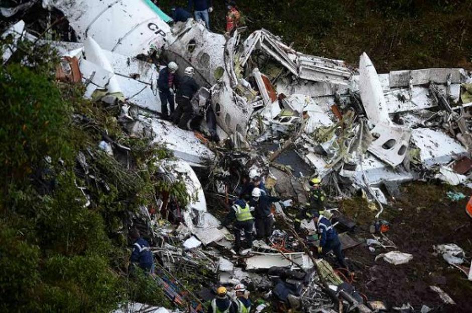 En este accidente aéreo fallecieron 75 personas y 6 fueron localizadas con vida. (Foto: AFP)