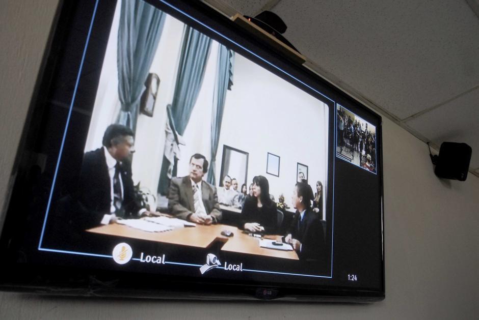 Desde la Torre de Tribunales, funcionarios realizan la conferencia de prensa durante la presentación de las dos salas de videoconferencias. (Foto: Jesús Alfonso/Soy502)