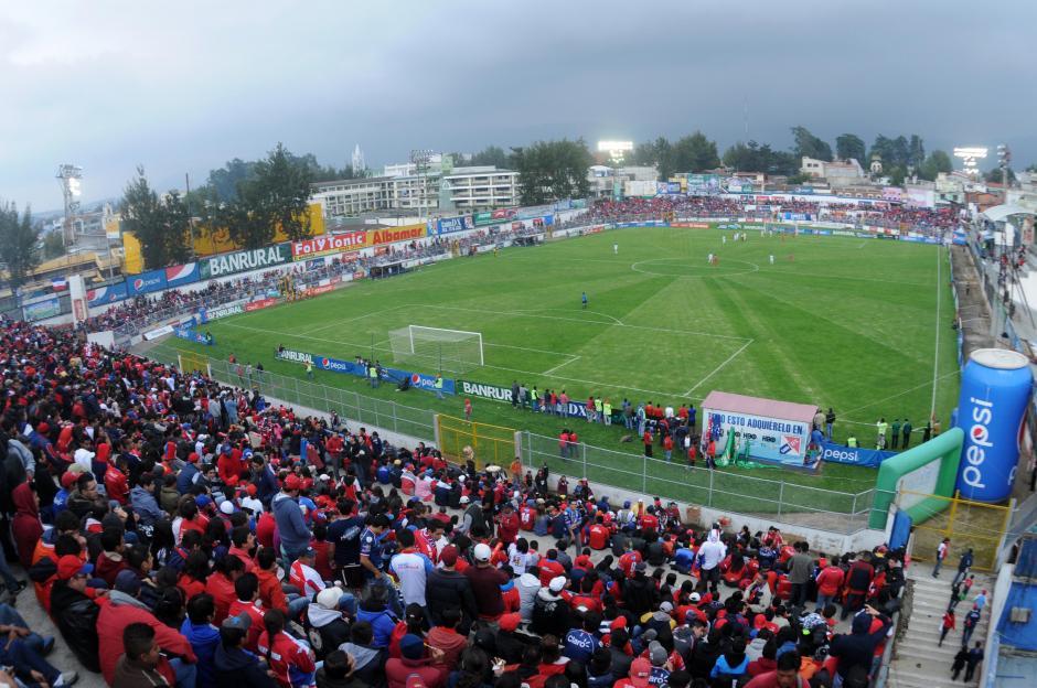 El Mario Camposeco es el reducto de Xelajú, tiene capacidad para unas 11 mil 200 personas. (Foto: Nuestro Diario)