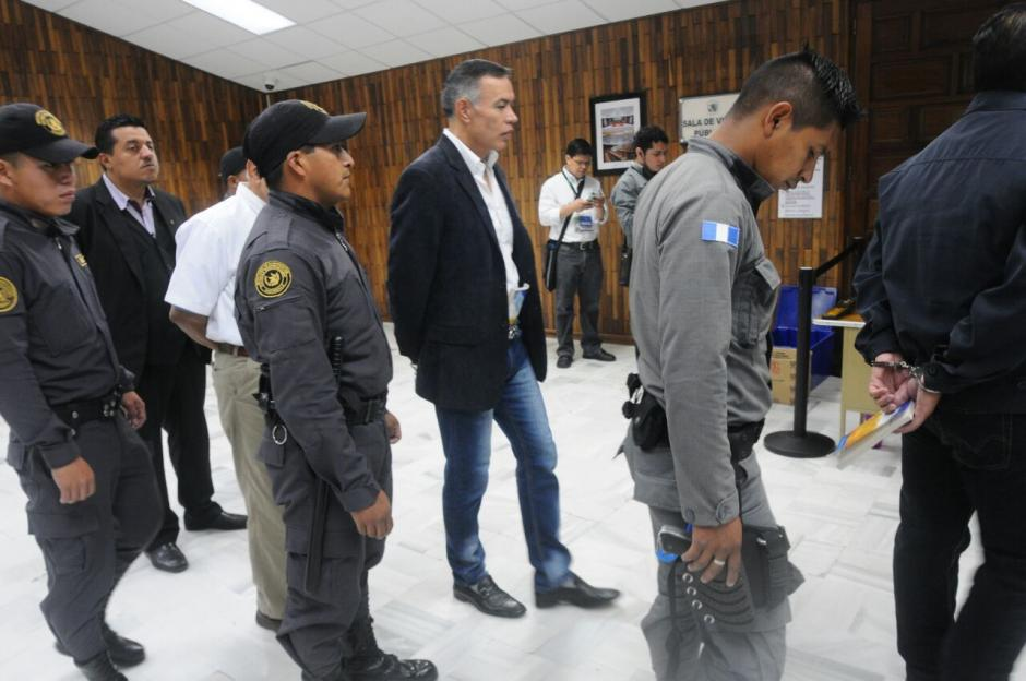 Los sindicados en el caso Cooptación del Estado llegan a la Sala de Vistas de la CSJ.  (Foto: Alejandro Balán/Soy502)