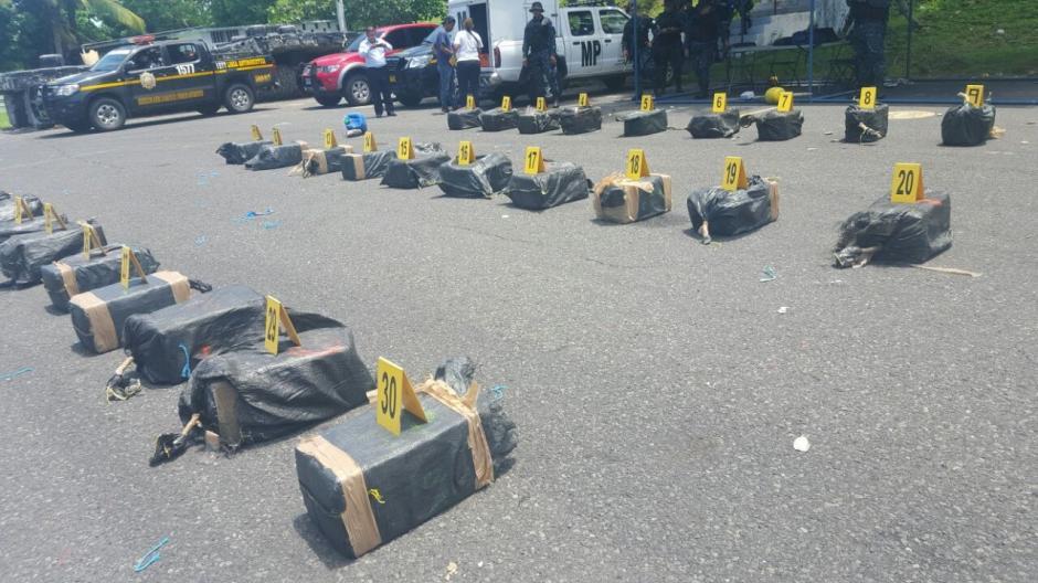 Las autoridades inteceptaron una embarcación con droga en las costas del Pacífico. (Foto: PNC)
