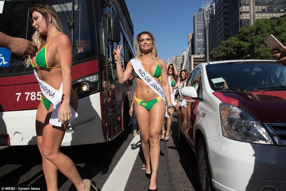 Las aspirantes a Miss Bumbum 2015 invadieron las calles de Sao Paulo. (Foto: AFP)