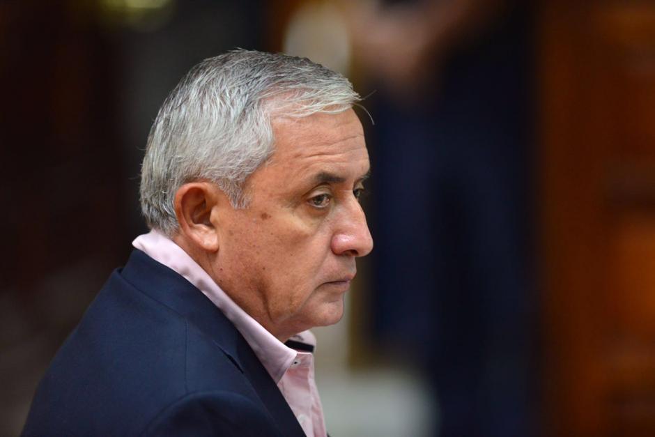 El expresidente Pérez Molina estuvo pensativo mientras iniciaba la audiencia. (Foto: Jesús Alfonso/Soy502)