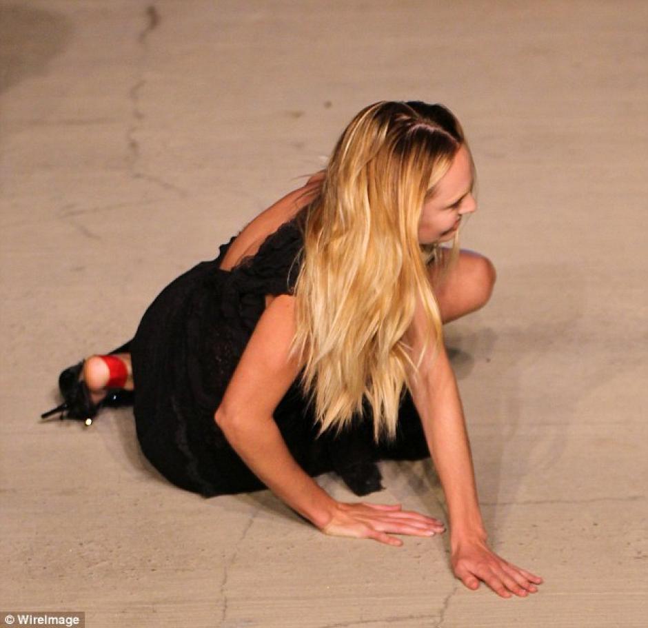 Candice Swanepoel caida foto 04