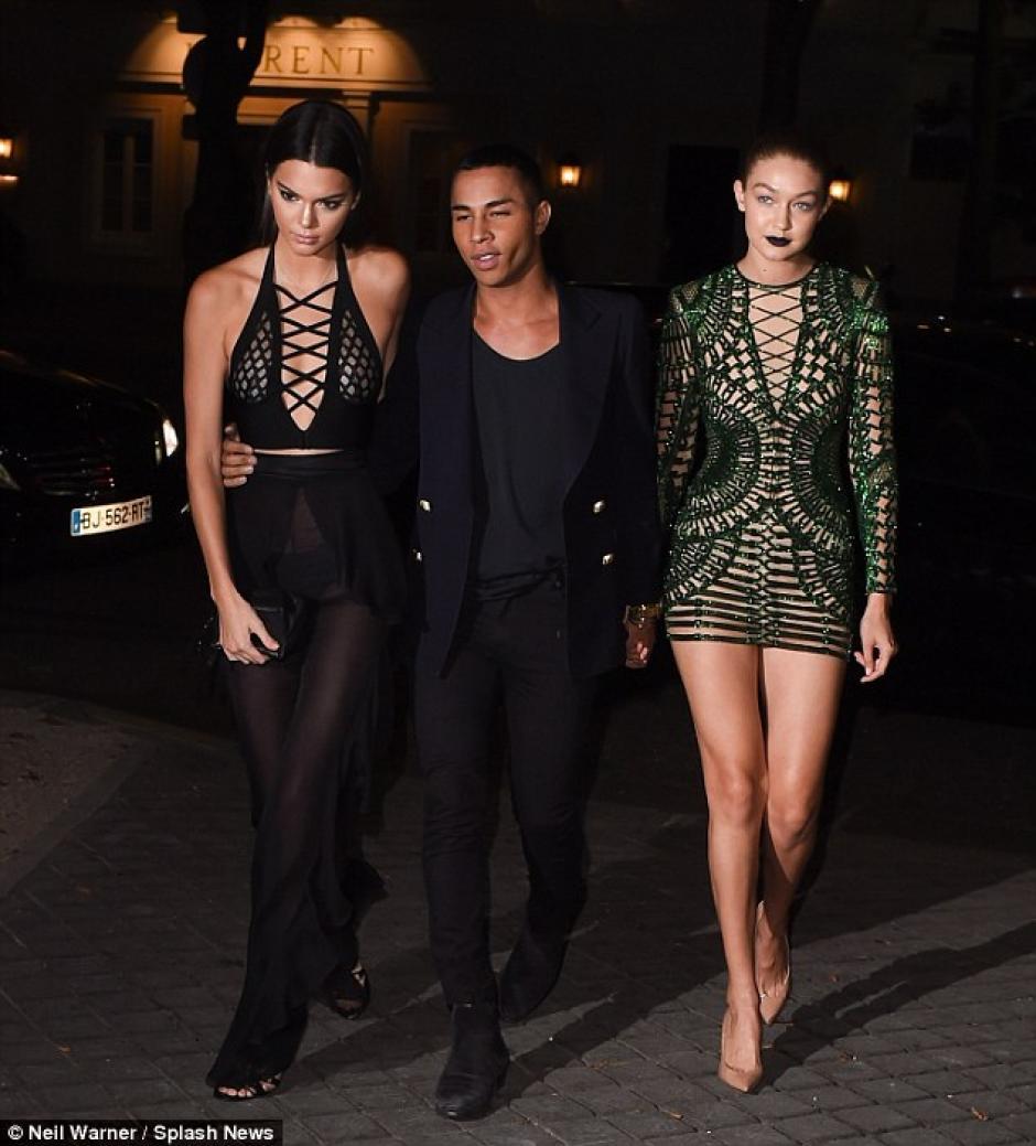 Jenner llegó a la Semana de la Moda de París junto a su amiga Gigi Hadid