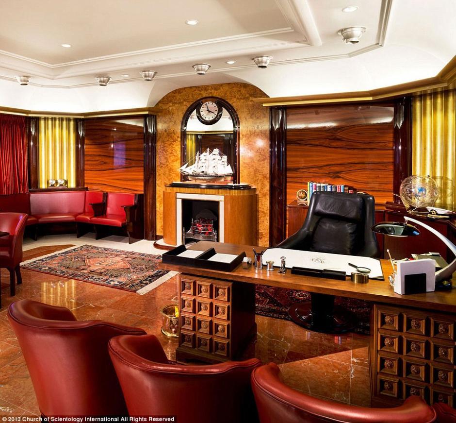 La oficina de Hubbard es un espacio lleno de detalles que adornan el ambiente.(Foto: Iglesia de la Cienciología)