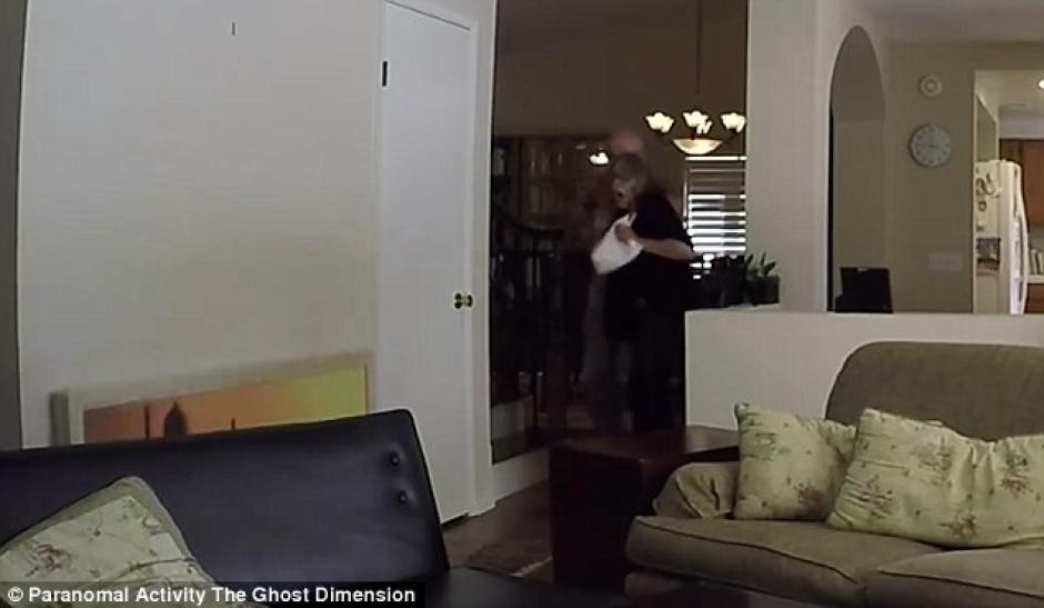 Los objetos se movían en la casa de un lugar a otro. (Imagen: YouTube)