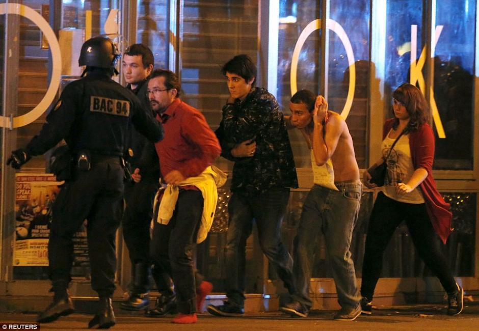 Las personas fueron evacuadas con ayuda de la Policía del Bacatlan.