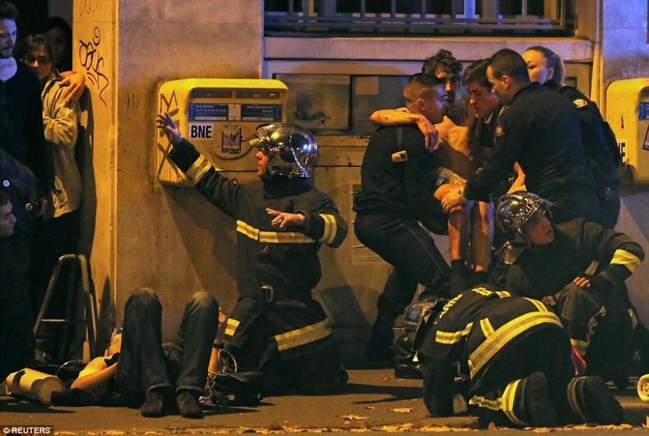 Los heridos eran encontrados en varias zonas de París.
