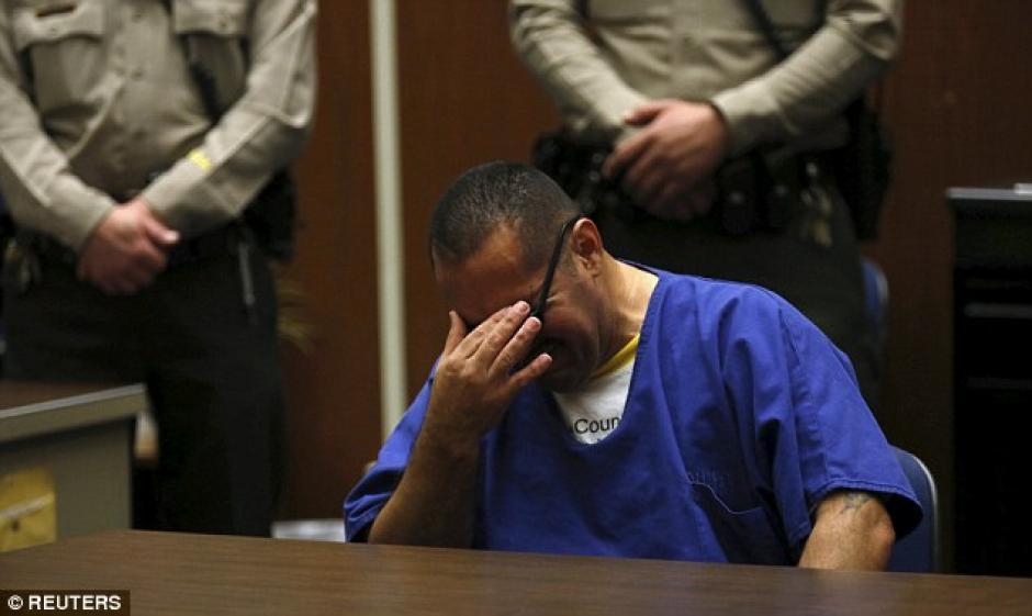 El emotivo momento de Luis Vargas cuando fue exonerado del delito de violación. (Foto: Daily Mail)