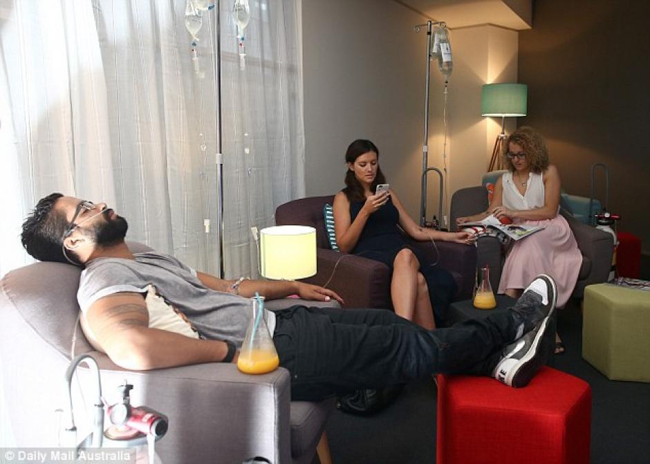 Hangover Clinic es un nuevo concepto que gana muchos adeptos en Australia. (Foto: Mail Online)