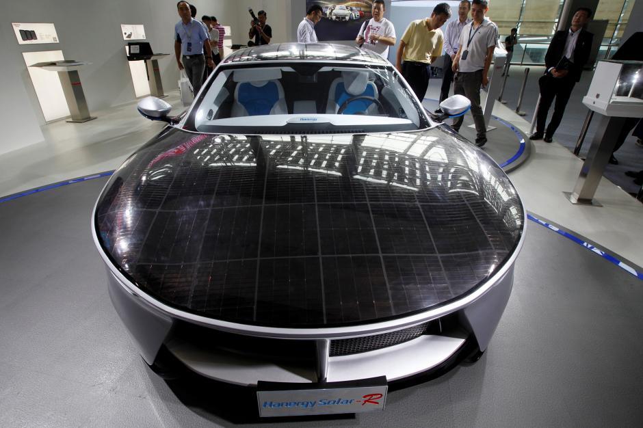 El Hanergy Solar-R cuenta con páneles solares en su capó. (Foto: Infobae)