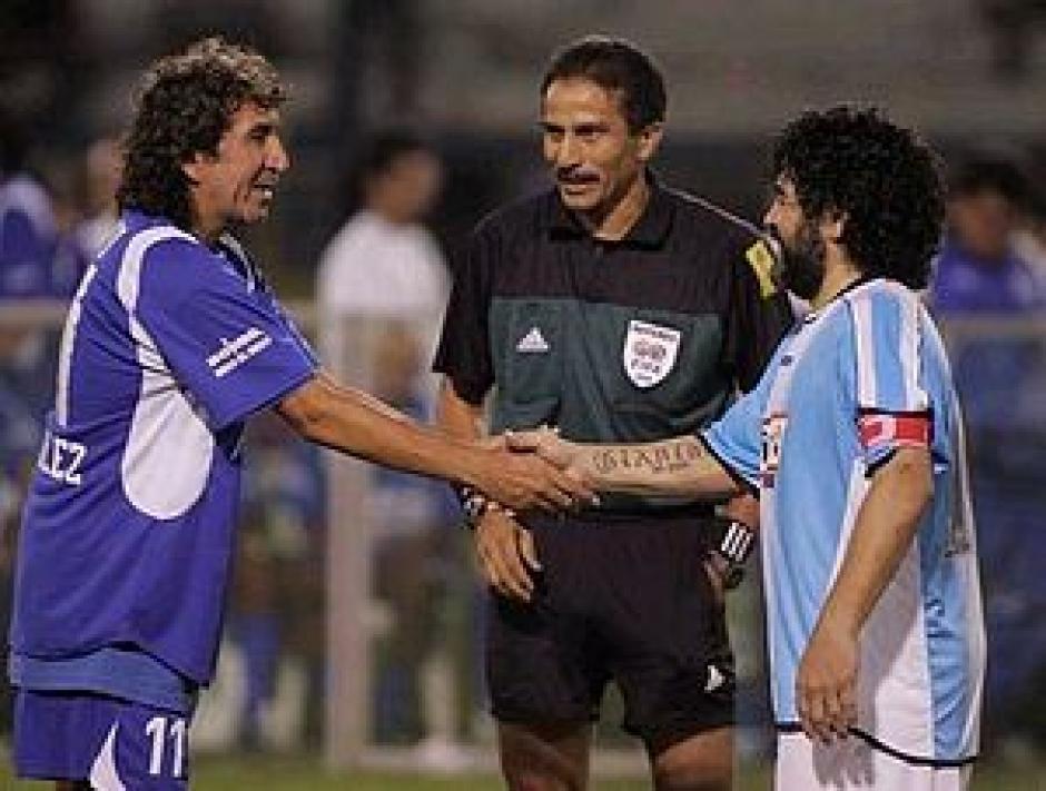 """El mismo Maradona un día declaró que hubo un futbolista más o igual de grande que él, """"el Mágico"""". (Foto: Google)"""