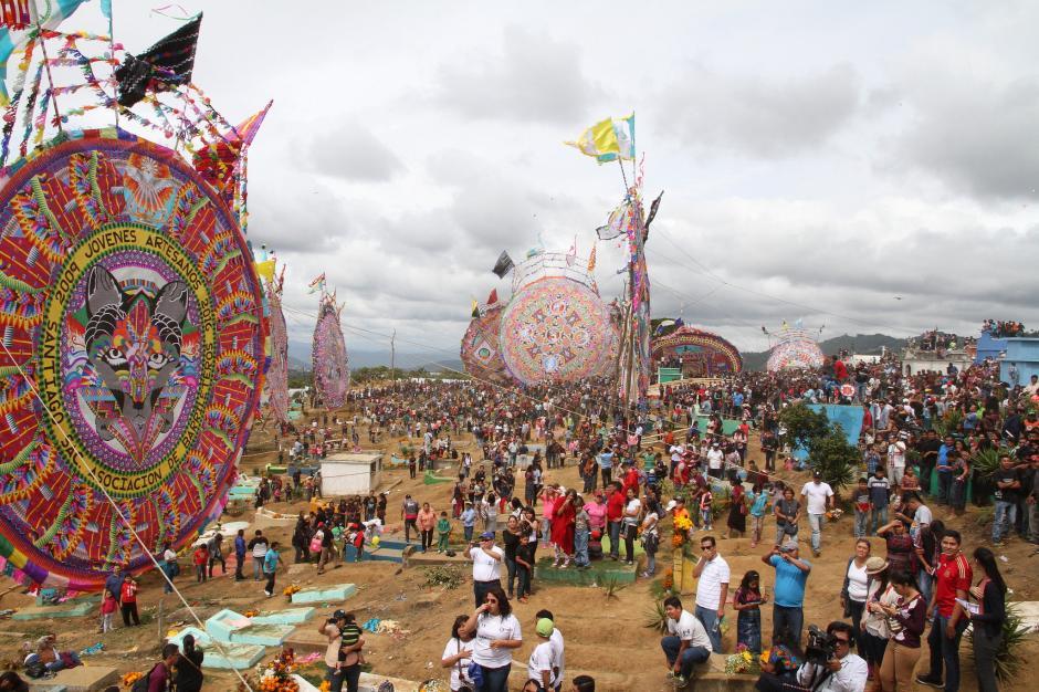 El Festival de Barriletes Gigantes de Santiago Sacatepéquez inició hace 117 años. (Foto: Secretaría de Comunicación Social de la Presidencia)