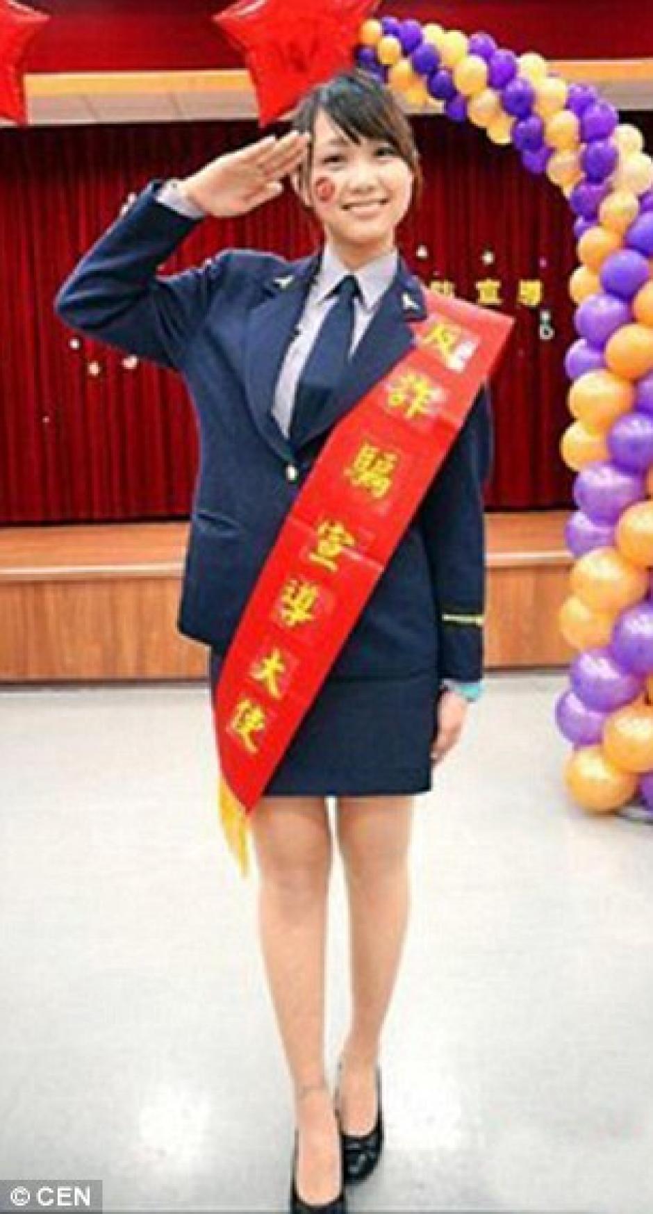 Internautas han elogiado a esta bella policía de Taiwán, por su hermoso rostro. (Foto:Daily Mail)