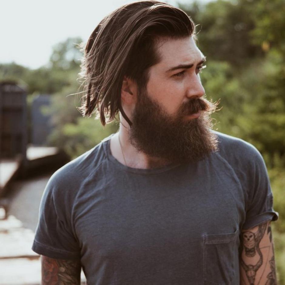 Su estilo con barba y tatuajes es lo que vuelve locas a muchas chicas. (Foto: Pinterest)