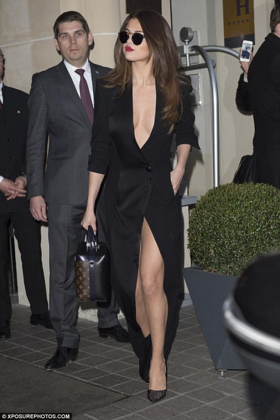 La cantante dejó con la boca abierta a todos con su vestuario. (Foto: dailymail.co.uk)