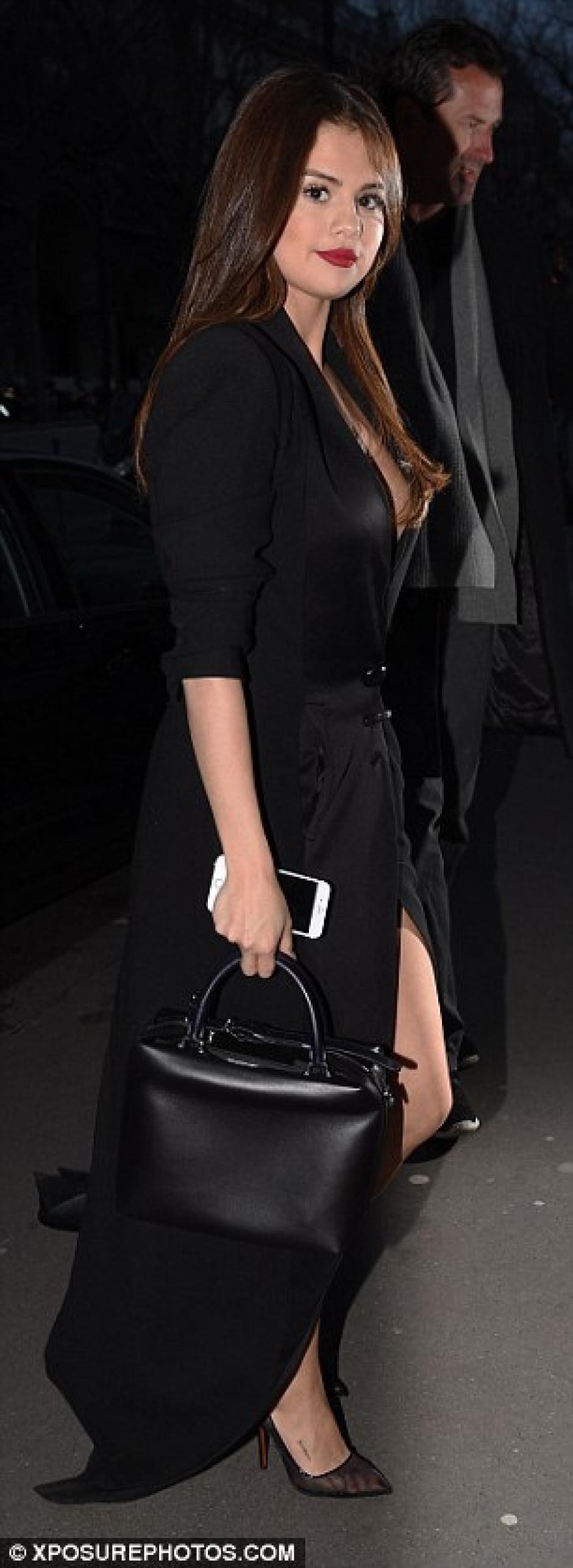 Selena estuvo presente en la semana de la moda de París. (Foto: dailymail.co.uk)