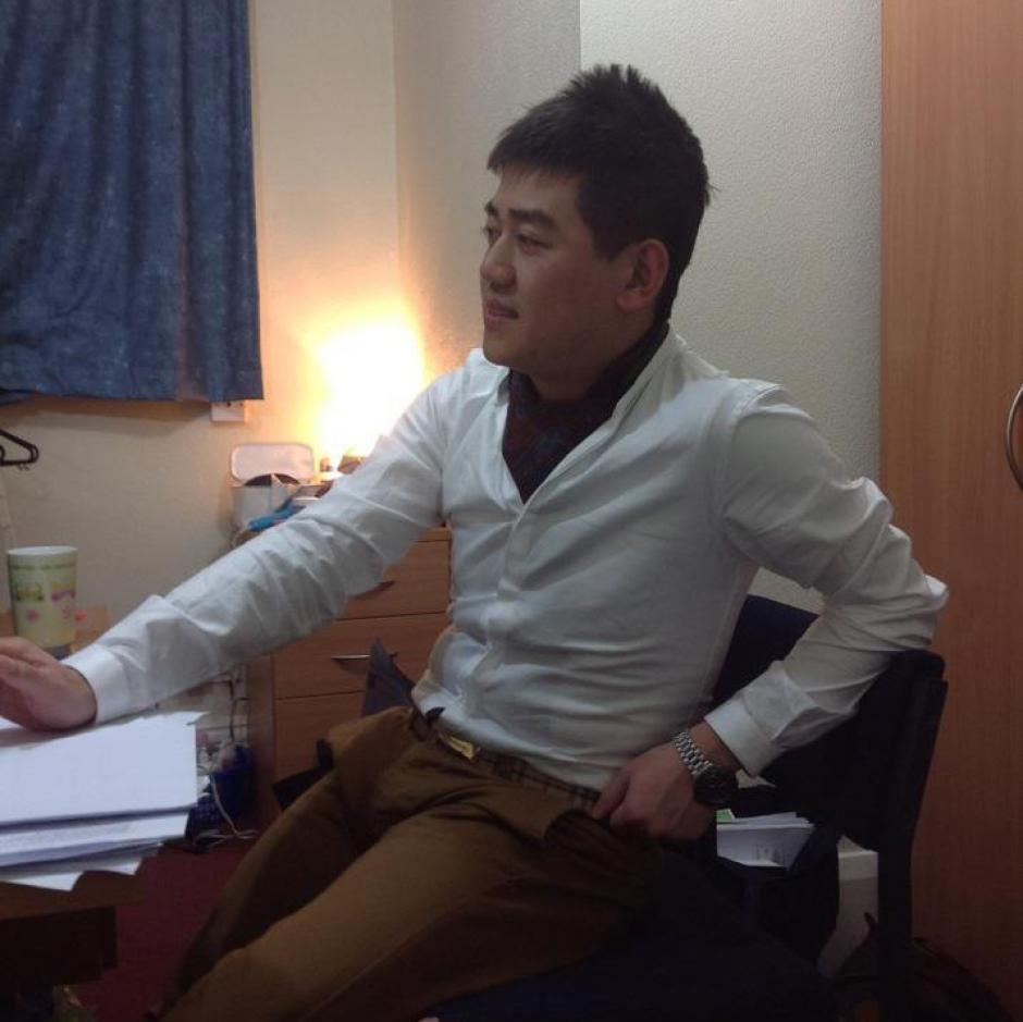 Yue Wenchao de 26 años estudiante de la Universidad de Hull en el Reino Unido viajaba a Beijing en donde visitaría a su novia. (Foto: Yue Wenchao/Facebook)