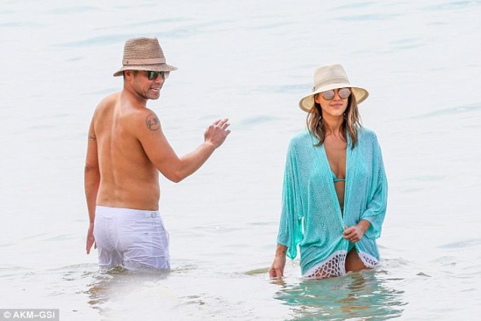 Junto a su esposo, Jessica Alba disfruta sus vacaciones. (Foto: Dailymail)