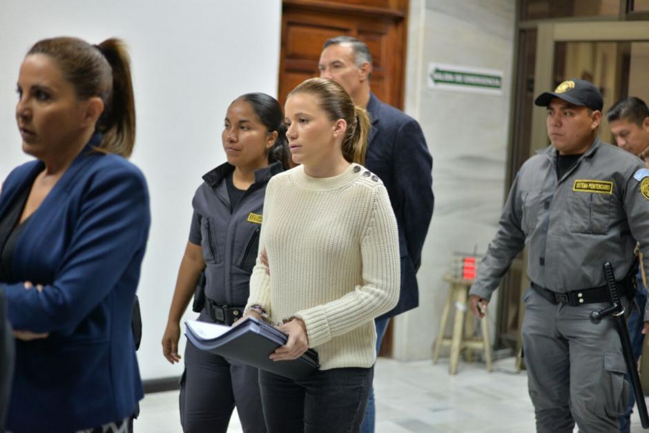 Así llegó Daniela Beltranena a la Sala este jueves, quien se entregó a la justicia el pasado 15 de junio. (Foto: Wilder López/Soy502)