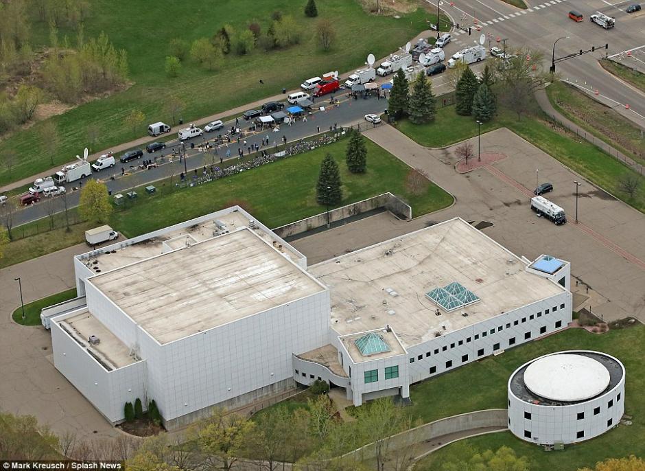 La propiedad de Prince era asediada por los medios de comunicación. (Foto: dailymail.co.uk)