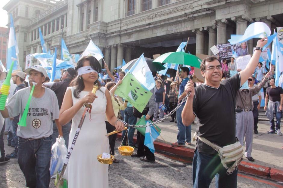 Los manifestantes llegaron a la Plaza de la Constitución pasado el medio día. (Foto: Fredy Hernández/Soy502)