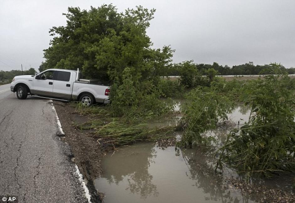 Torrenciales lluvias que cayeron entre el jueves y viernes en el Condado de Washington, Texas, EE.UU. (Foto: Daily Mail)