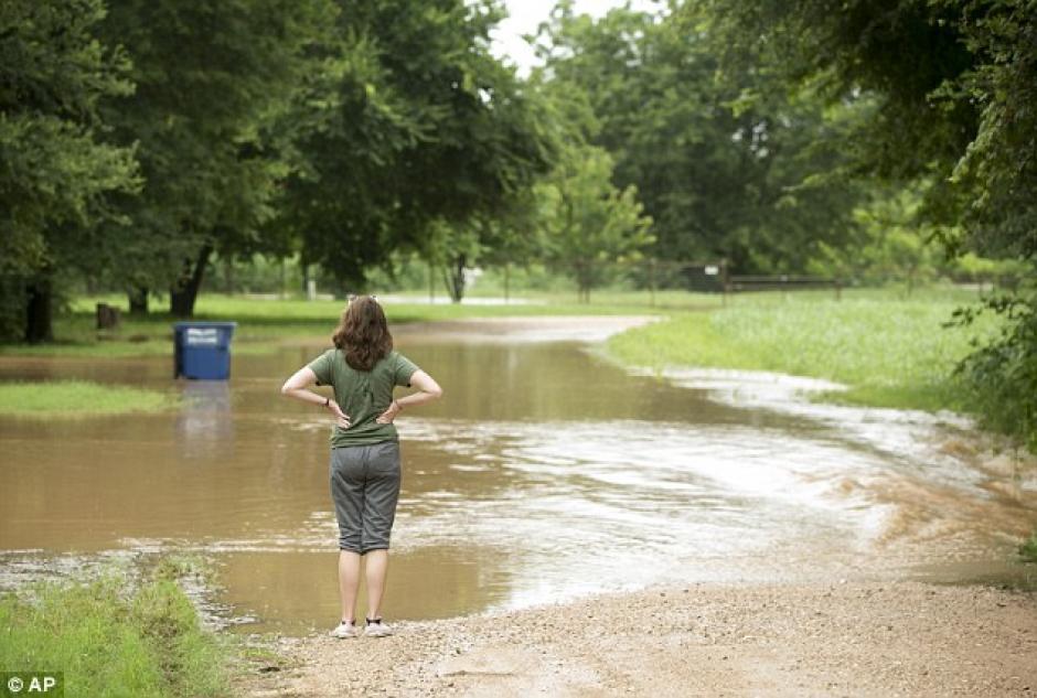 Las lluvias un fallecido y dos desaparecidos, entre ellos Mitchell.  (Foto: Daily Mail)