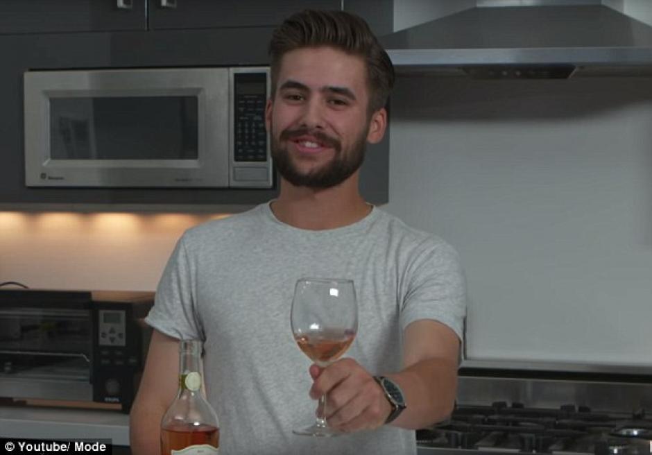 Disfruta de una fría copa de vino. (Foto: dailymail.co.uk)
