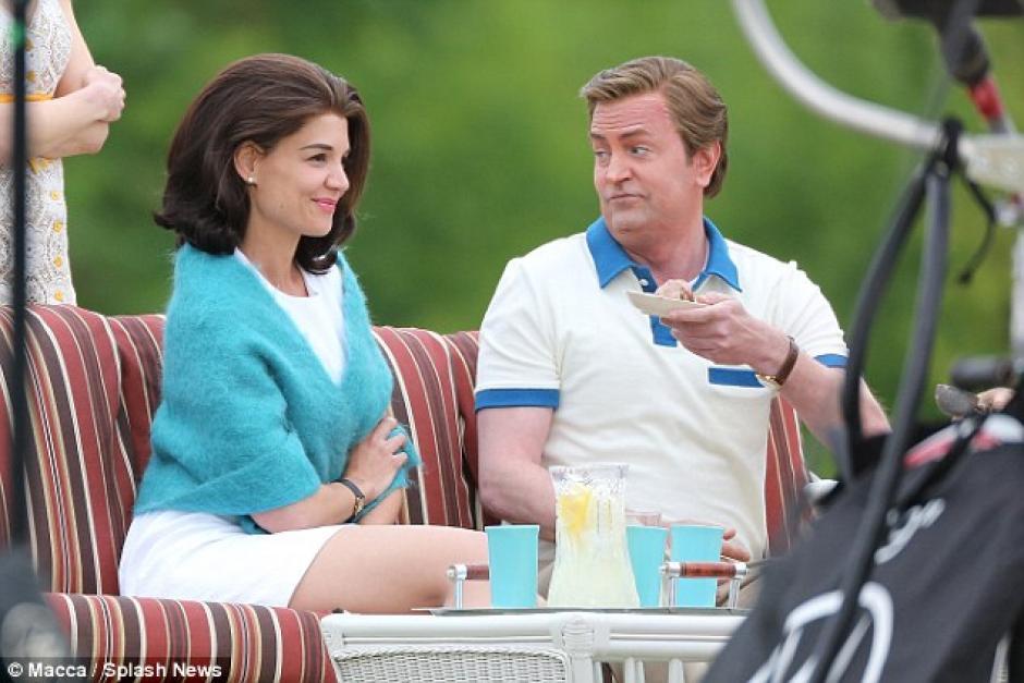 Holmes comparte escenas con Mathew Perry. (Foto: Daily Mail)