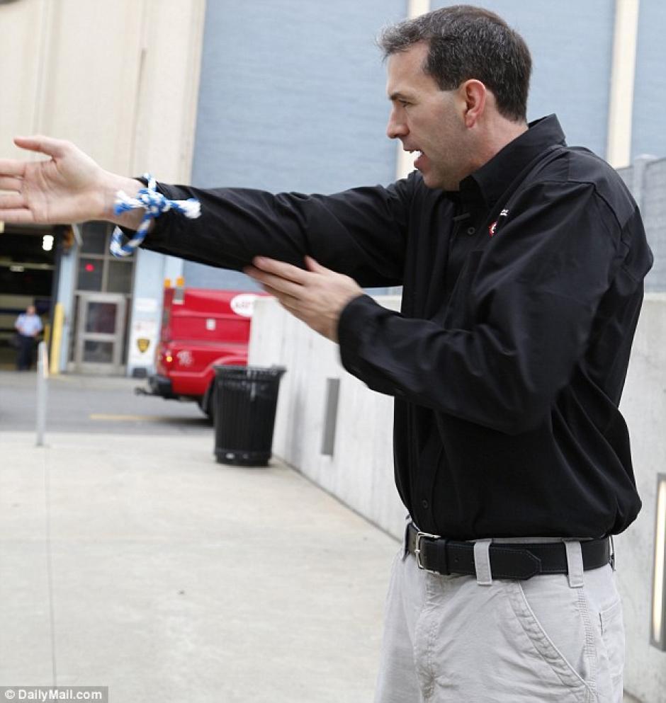 Un simple movimiento de manos podría salvarte la vida. (Foto: dailymail.co.uk)