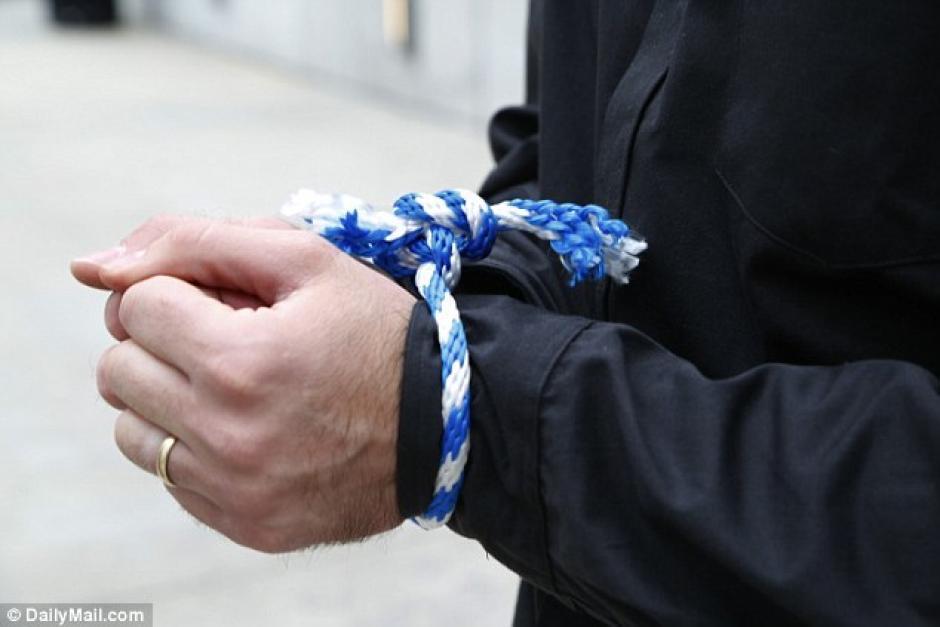 Estar atado de manos no será un problema si sigues el tutorial de un exagente de la CIA. (Foto: dailymail.co.uk)