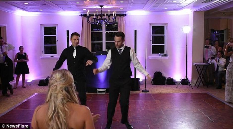 Incluso el DJ se unió al baile. (Foto: dailymail.co.uk)