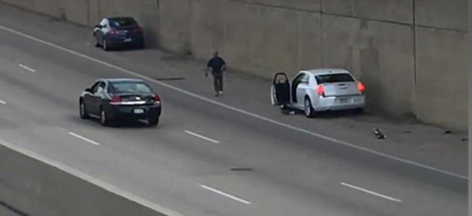 Un hombre con supuestos problemas mentales le disparó a otro en una autopista en Estados Unidos. (Foto: dailymail.co.uk)