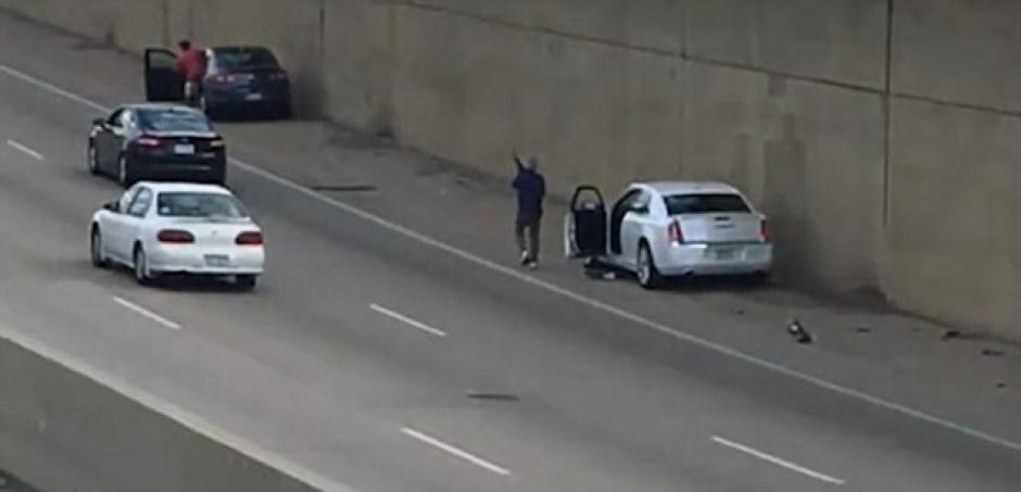 El hombre llevaba un arsenal de armas de fuego en su vehículo. (Foto: dailymail.co.uk)
