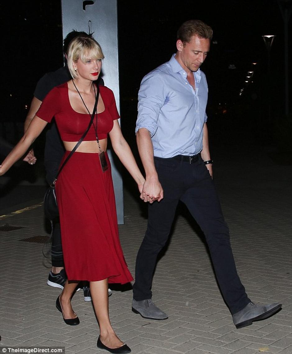 Taylor asistió al recital junto a su nueva pareja, Tom Hiddleston. (Foto: Daily Mail)