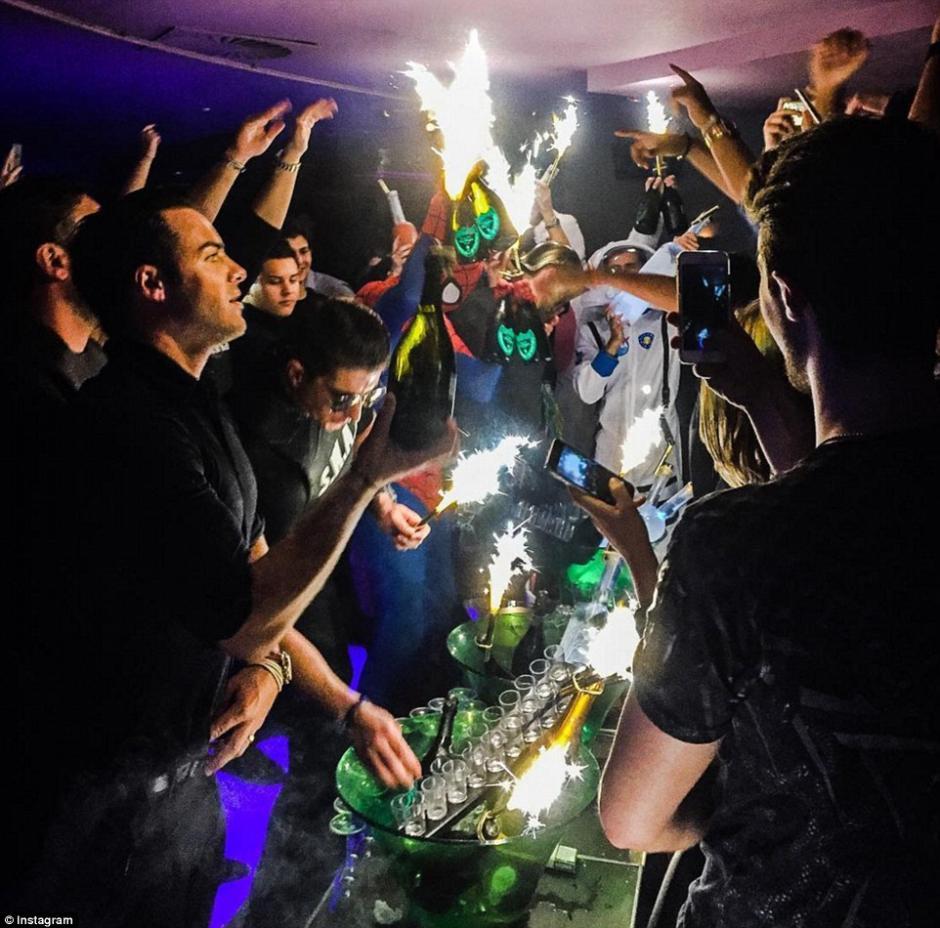 Fiestas y excesos son comunes en sus fines de semana. (Foto: dailymail.co.uk)