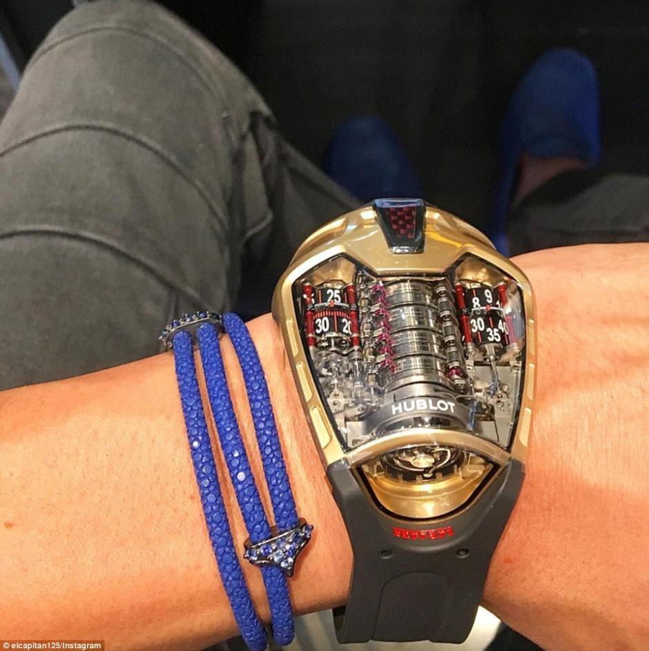 Presumen relojes sofisticados y muy onerosos. (Foto: dailymail.co.uk)