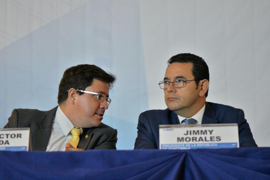 El presidente Morales se reunión con jefe de la SAT previo a presentación de informe.  (Foto: Wilder López/Soy502)