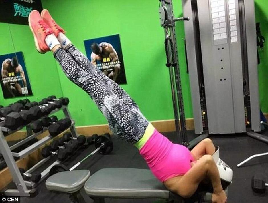 La mujer china acostumbra ir al gimnasio hasta tres veces por semana. (Foto: dailymail.co.uk)