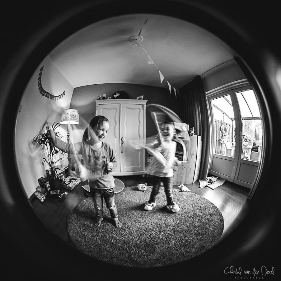 La felicidad de unas niñas jugando no tiene comparación. (Foto: Chantal van den Dool)