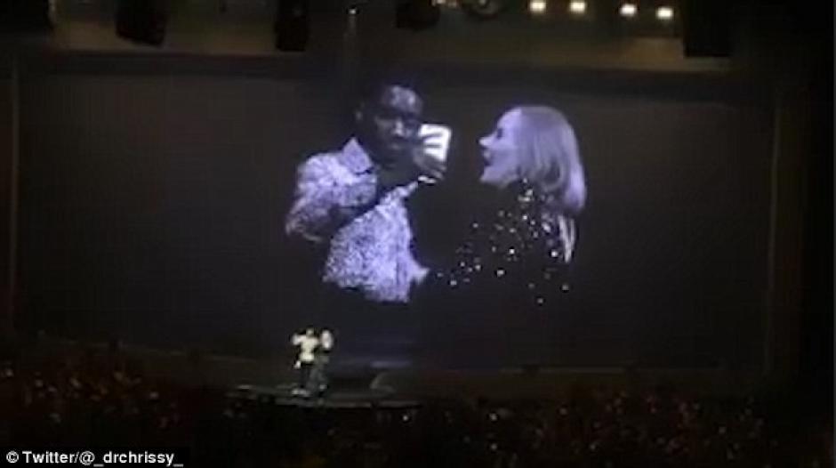 El hombre le confesó a la cantante que viajó de África a Canadá para ver su concierto. (Foto: Daily Mail)