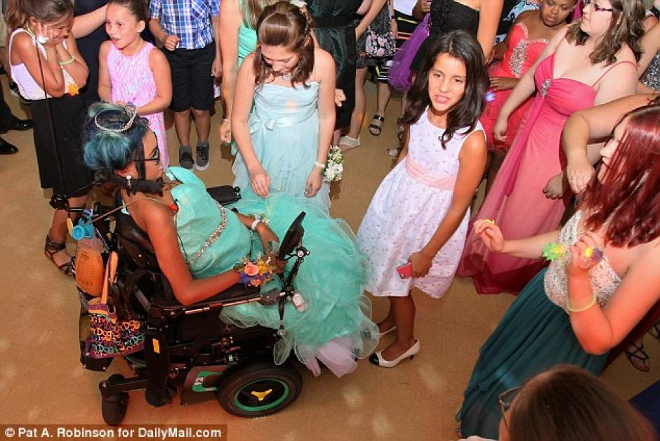 La jovencita agradeció a todas las personas que asistieron a su última fiesta de verano. (Foto: Dailymail)