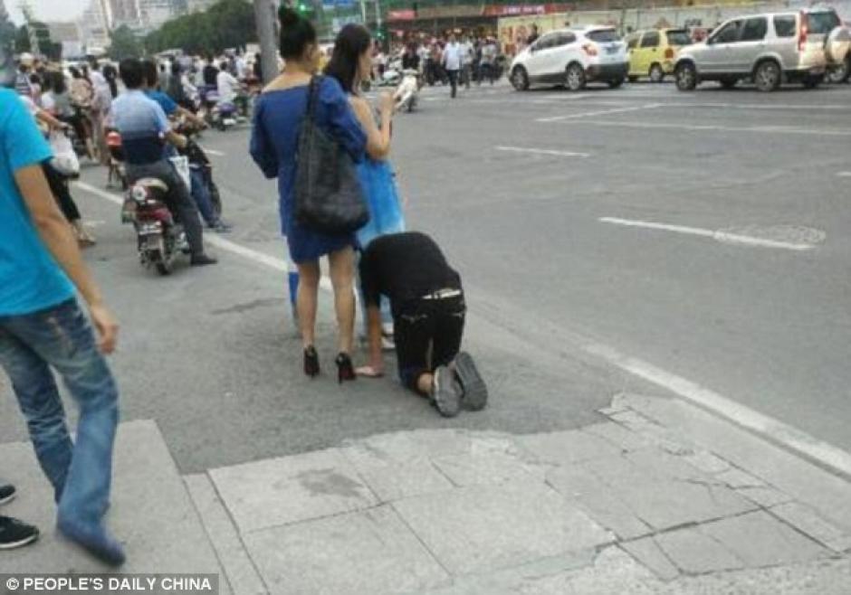 La policía llegó para hablar con la enigmática mujer. (Foto: dailymail.co.uk)